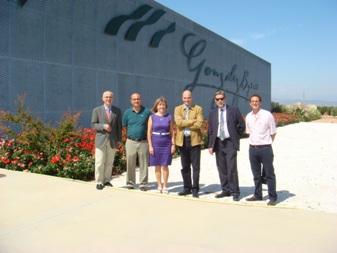 El Consejero de Agricultura de la J.CC. de C-LM en la bodega de Gonzalez Byass en Otero (Toledo)