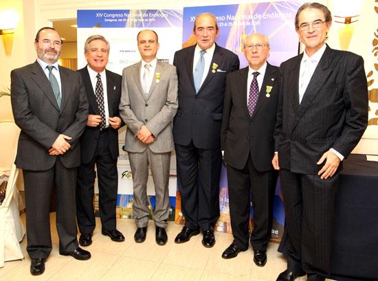 Los tres galardonados, junto con los presidentes de sus asociaciones regionales y el presidente de la FEAE, ©  Manuel del Moral