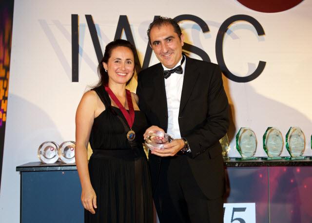 Rodolfo Bastida, director general y tecnico de Ramon Bilbao, con Laura Catena, presidente de IWSC